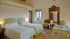 017-Twin-bedroom-2-Montecucco.jpg