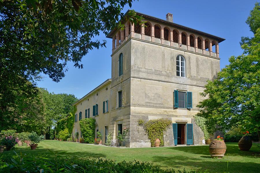 Auf Einer Anhöhe In Einer Idyllischen Und Hügeligen Landschaft, Südöstlich  Von Pisa Gelegen, Ist Dieses Landhaus Eines Patriziers über Eine Uralte, ...