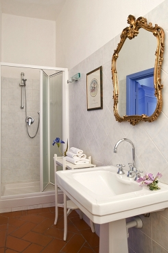 Cortile bathroom